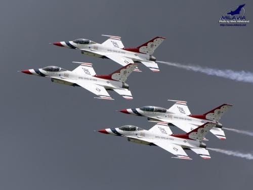 MILAVIA - Military Aircraft Wallpapers - USAF Thunderbirds