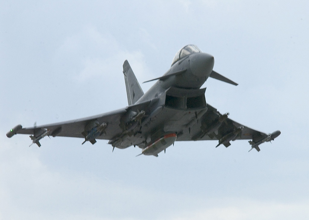 J-10 Eurofighter_gbu-16