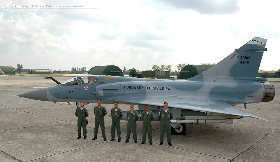 Mirage 2000 brasil rompe ventanas